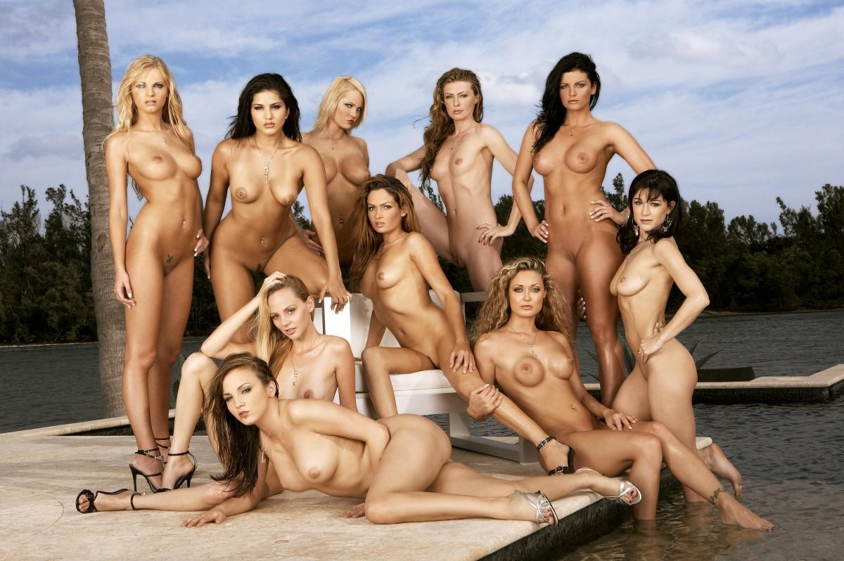 Lots of naked women — pic 5